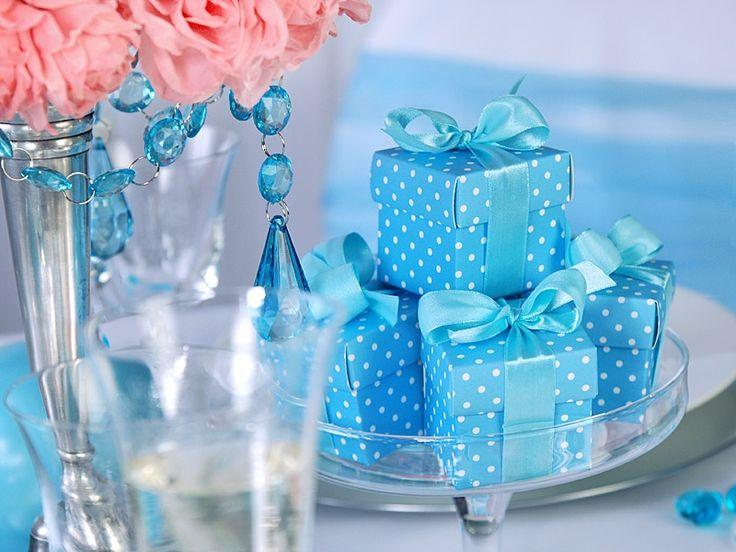 Pöttyös köszönetajándék dobozka kék vagy rózsaszínben.