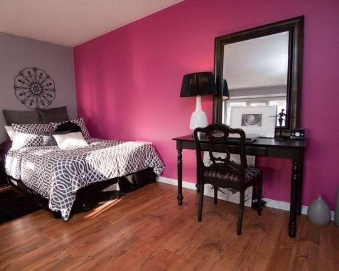 Abbinare i colori in una stanza - Camera da letto fucsia e grigia