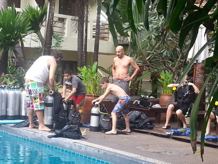 Scuba diving lessons for our 12yo & our 10yo in Kho Tao, Thailand. Travel wirh kids blog www.wetooktheredpill.com