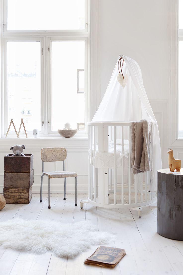 Clean, Scandinavian design with the Stokke Sleepi Mini crib.