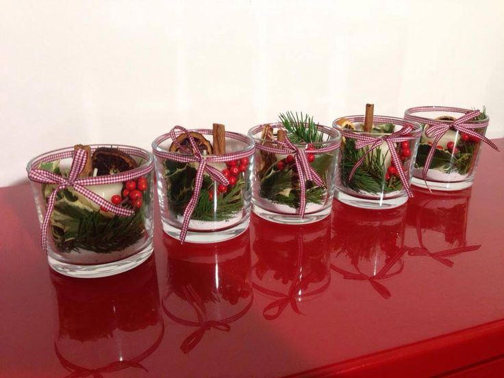 Christmas candles in vases: with vegetable decoration.