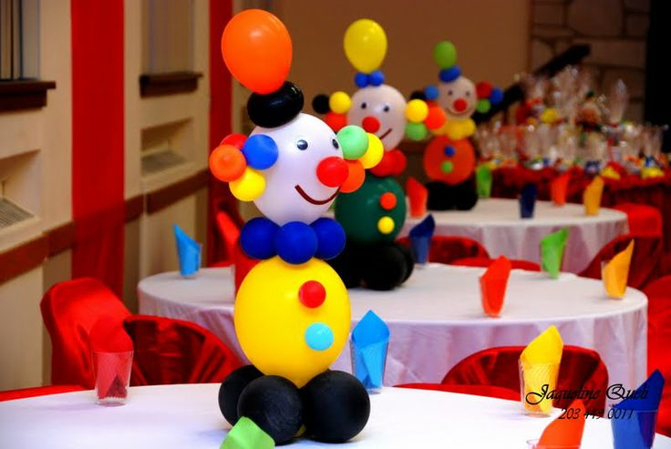 Clown centerpieces by the lens or Jaqueline Queli | Balloons