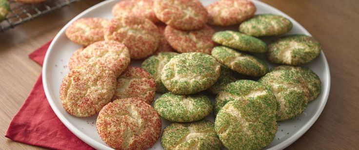 Red and green sugars dress up a best-loved cookie for the holidays.