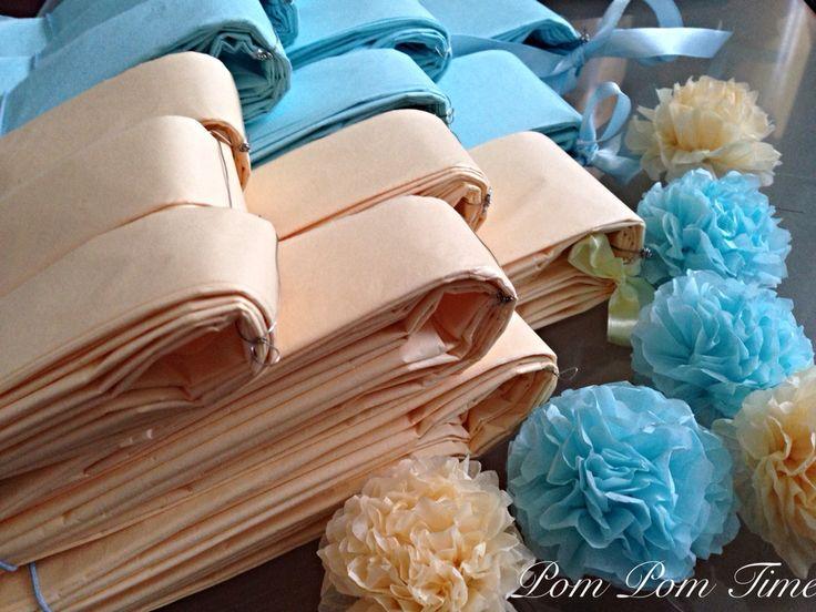 Vanilková - světle modrá kombinace pompomků od 5cm do 60 cm # pompomy #vanilkova #modra  Www.pompomtime.cz