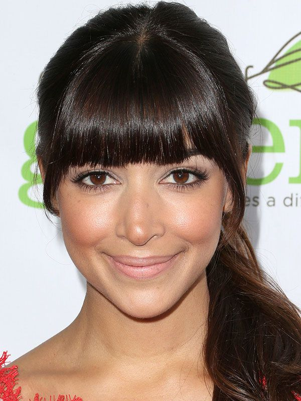 Hannah Simone blunt, straight-across bangs: http://beautyeditor.ca/2014/07/30/best-bangs-for-oval-face/