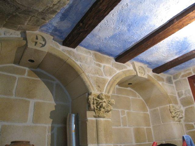 Techos pintado con el cl sico azulete combinado con vigas - Techos decorativos de madera ...