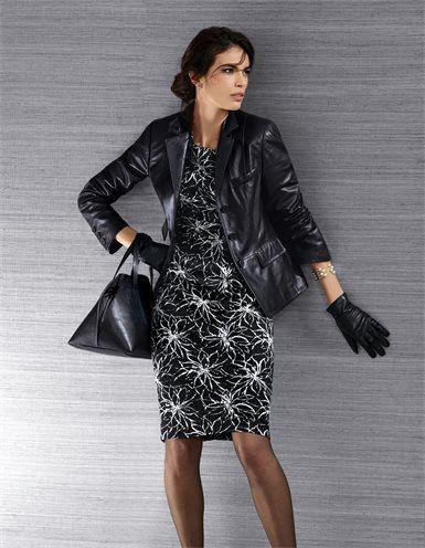 Ein Cityallrounder de Luxe: der Lederblazer aus Lammnappa.  Das handschuhweiche Luxusleder zeigt sich edel glänzend und mit feiner Struktur.