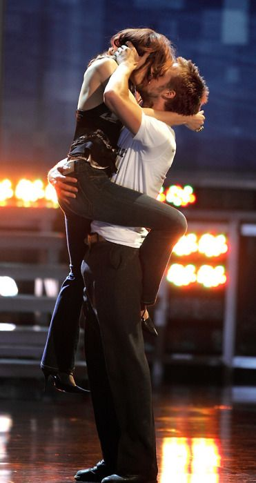Ryan Gosling & Rachel McAdams - MTV Movie Award Best Kiss. This was cute.