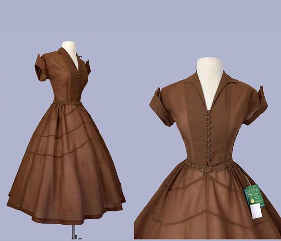 Layaway please dont buy. Deposit: $76 2nd Payment : $50 (Feb 2nd) Total price: $165usd ♥Dont forget to use zoom feature for close-up views♥ Beautiful Vintage Dress from 1952 with original tag by Jonathan Logan. Features: - Classic fit and flared New Look silhouette. - Fitted Bodice -