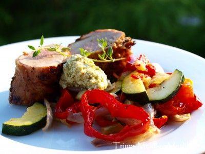 » Grillet svinefilet med ovnsbakte grønnsaker og fetakrem