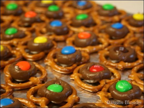 Hershey's Kiss Pretzels - making these for Christmas