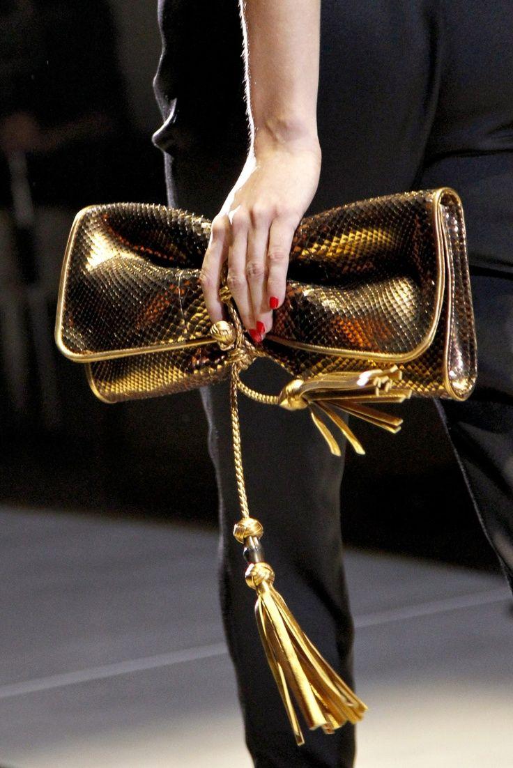 Gucci clutch/tasseling♥♥♥♥♥♥♥♥♥♥♥♥♥♥♥♥♥♥♥ fashion consciousness ♥♥♥♥♥♥♥♥♥♥♥♥♥♥♥♥♥♥♥