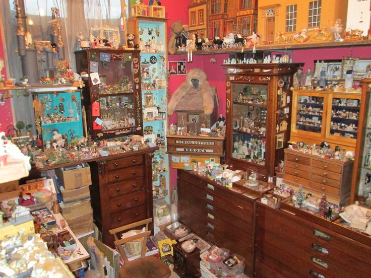 Dolls' Houses and Miniatures: Something Old, Something New