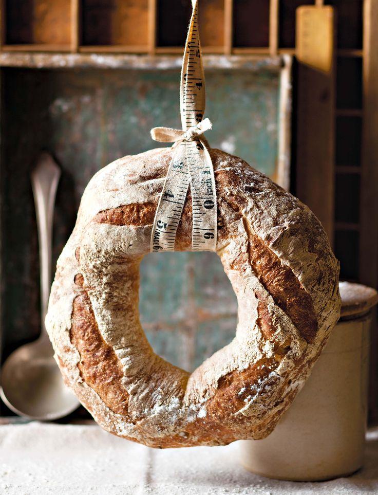 ITALIAN POTATO BREAD<  Dié brood word gemaak met 'n deeg wat oornag rys. Dit gee die brood 'n dieper gissmaak.