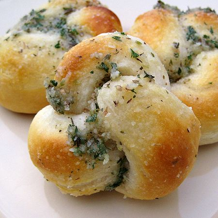 easy parmesan knots made from canned biscuits! perfect side dish for any