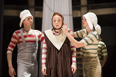 Phoebe Thomas as Hetty and Company.  Photo by Donald Cooper.  Buy your tickets for Hetty Feather Live here bit.ly/1MQDZeA