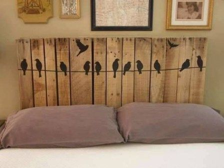 respaldar de cama con palets con pajaros