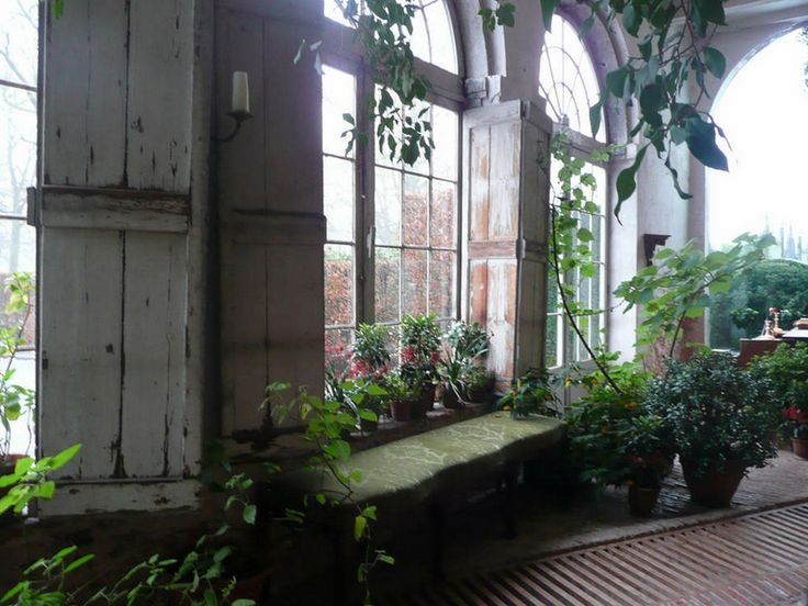 Sunroom photographed by Axel Vervoordt.: Gardens Ideas, Arched Windows, Axel Vervoordt, Gardens Houses, Arches Window, Interiors Plants, Interiors Gardens, Green Rooms, Gardens Rooms