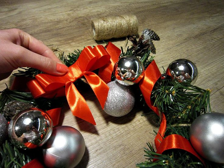 Making DIY christmas wreath 13 - lilmissboho.com