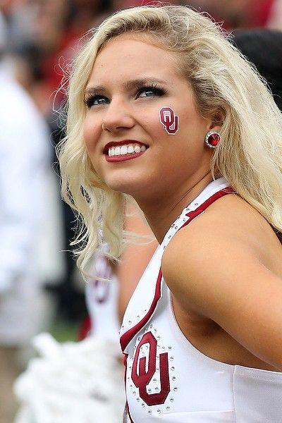 Oklahoma Sooners cheerleader