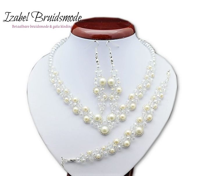 Bruids sieraden set met parels/Bridal jewerly set with faux pearls
