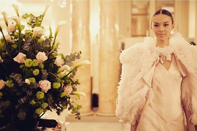 В воздухе запахло весной, а значит, душе нужен праздник.Для правильного весеннего настроения отель @lebristolparis предлагает своим гостям воспользоваться уникальным спецпредложением и провести незабываемое время в Париже.Cпецпредложение включает: подарок от ювелирной компании @pomellato при проживании в отеле в период с 1 по 31 марта 2017.Ведь лучшие друзья девушек …💎😉👸 #alteregotravel #amazing #surprise #8ofmarch #girlsjustwannahavefun #brilliant by alterego.travel. авиабилеты #best…