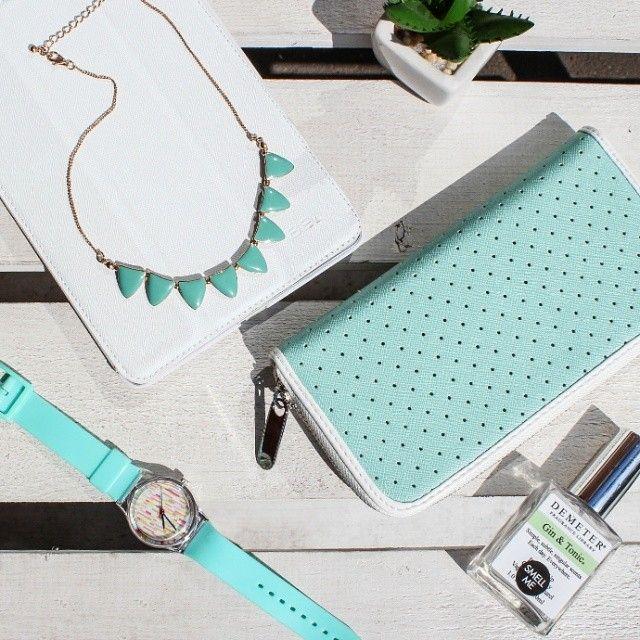 Чудесный освежающий мятный цвет - самый лучший выбор для жаркого лета!  На фото: колье 490р, кошелек 890р, часы 790 р #kawaiifactory