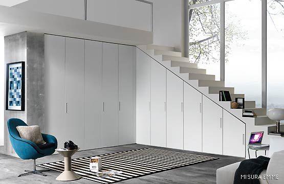 Pi di 25 fantastiche idee su schrank unter treppe su for Schrank treppe