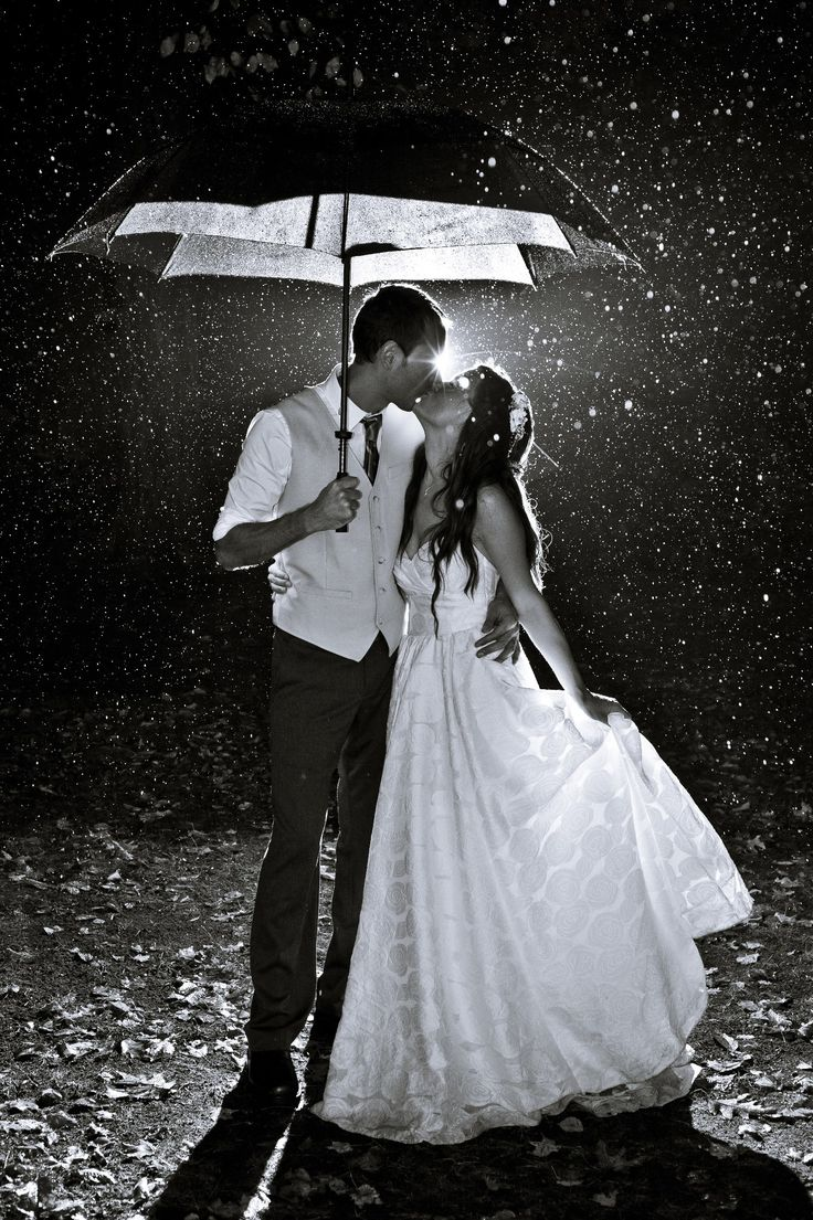 Must Have Wedding Picture If It Rains This Is Perfect