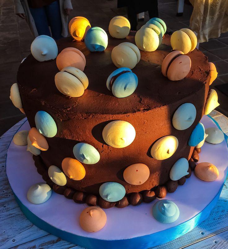 Mud cake con macarones
