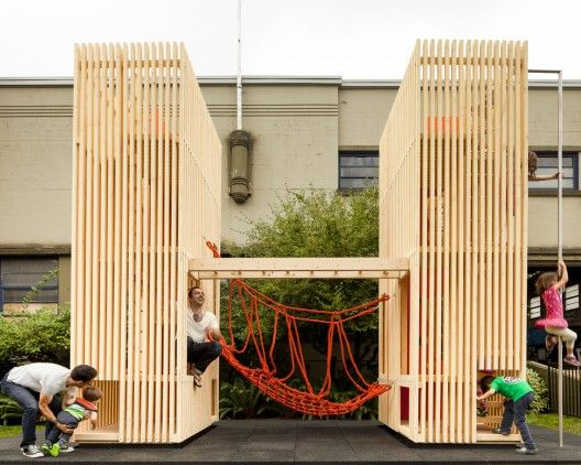 -Play equipment, Casa de juegos 'Sam + Pam' / McFarlane Biggar Architects + Designers Inc.