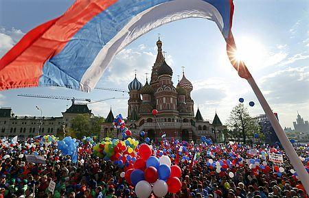 1日、モスクワ中心部「赤の広場」で開かれたメーデーの集会(EPA=時事) ▼2May2014時事通信|赤の広場でメーデー=24年ぶり「ソ連復古」 http://www.jiji.com/jc/zc?k=201405/2014050200127 #May_Day #Red_Square #Moscow