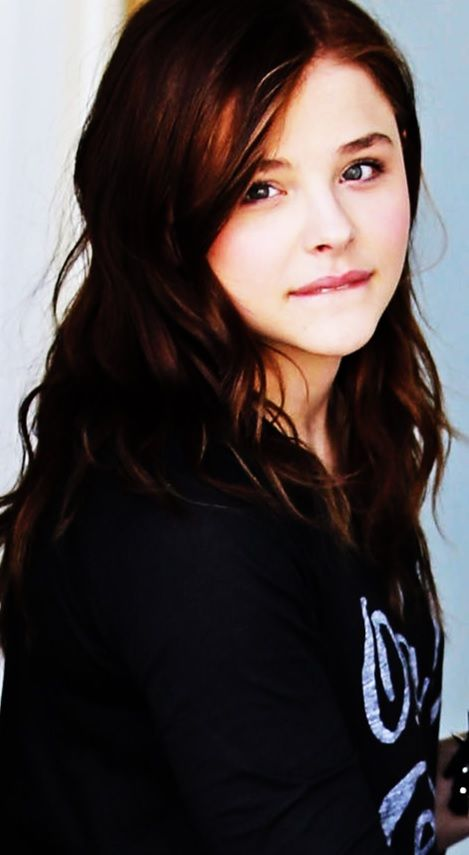 chloe moretz so simple and still looks cute af!!