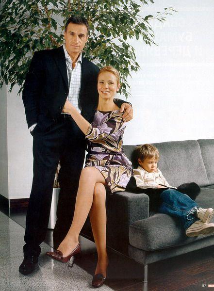 Фото: Александр Дедюшко  и  его  семья.  Вечная  им  память.