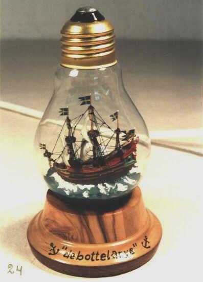 В картинках корабль в лампочке