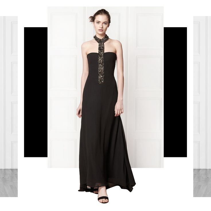 You can't get enough black dresses. Check our stunning Abigail long dress!