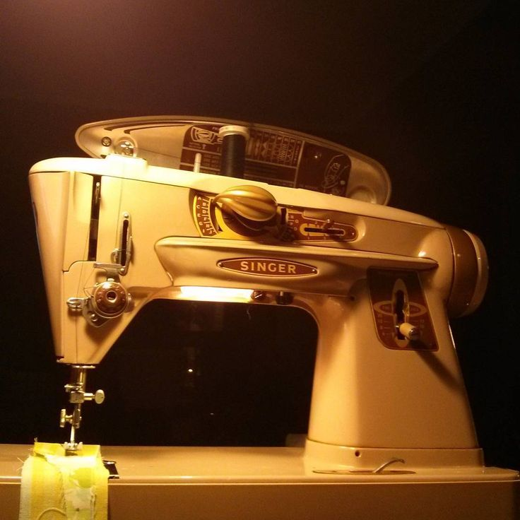 Just found this wonderful vintage 500A Singer sewing machine. Feels like driving a vintage Ford Mustang :-). All steel with many pre-set build in stitches.. Way better then many current modern plastic body machines. #couture #couturedress #costumes #sewing #sewingmachine #singer #vintageshop #vintage #movies #creativity #power #solid #midcentury #antique #enamel #straight #zigzag #gear #driven #heavy #green