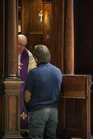 Chistes religiosos - Político confesándose.