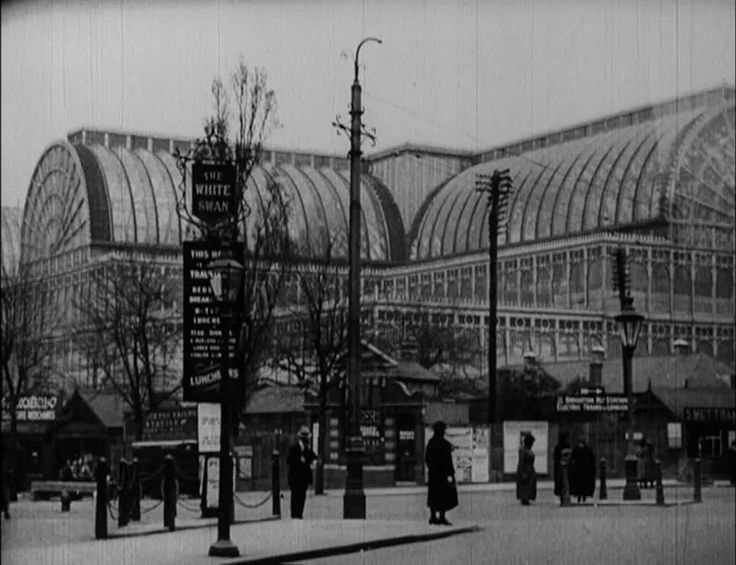 Crystal Palace - London's Outer Ring. 1926
