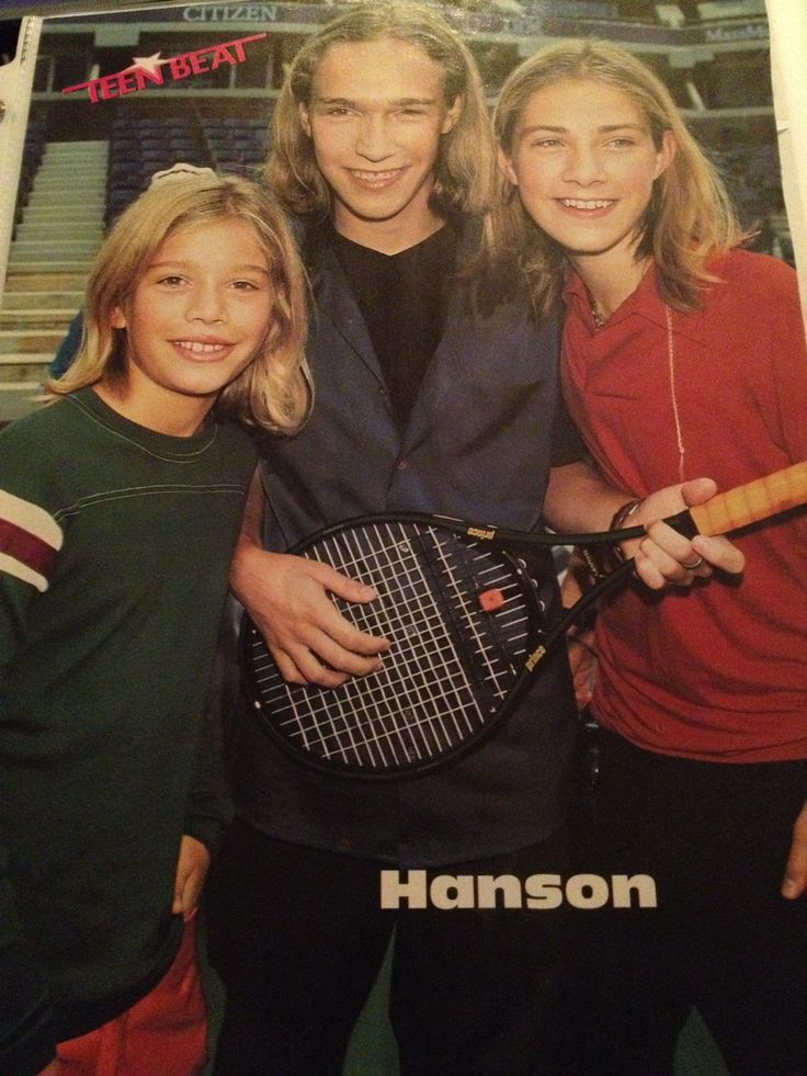 Gastei horas da minha adolescência olhando para esta foto.Capa do meu caderno da oitava série <3