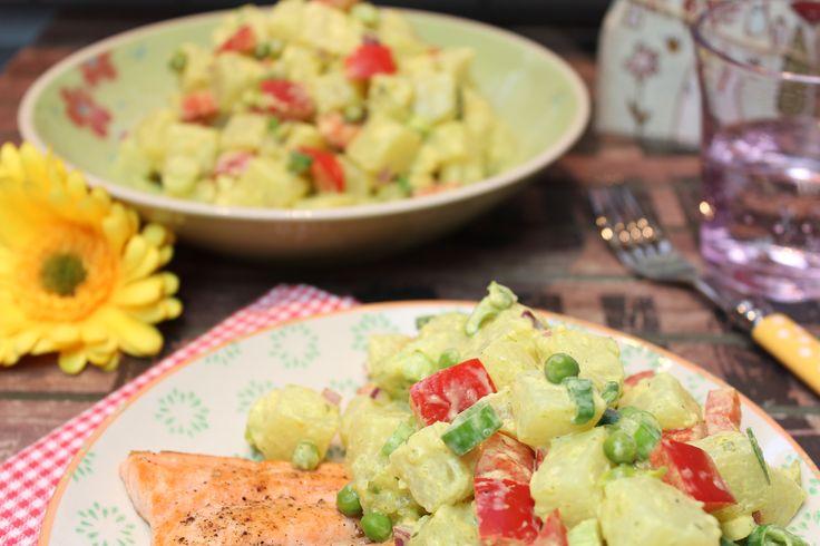 Ein gemüsiger Salat, der einem beim Grillen gleich den Currydip erspart... 5 Portionen 1,2 kg Kohlrabi in 2-3 cm große Würfel geschnitten 50 g gefrorene gr