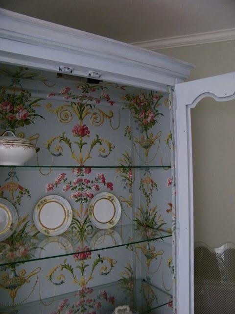 Maison Decor: Fabulous Wallpapered Cabinet