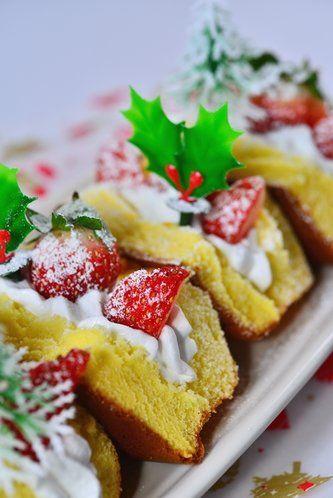 【nanapi】 クリスマスケーキを手作りしてみたいけれど、最初から作るのは大変ですよね。また、市販のスポンジを購入してもデコレーションが苦手で……という方もいらっしゃると思います。そこで今回はそんな方におすすめのレシピをご紹介!市販のシフォンケーキをアレンジして作るクリスマスケーキの作り方です。...