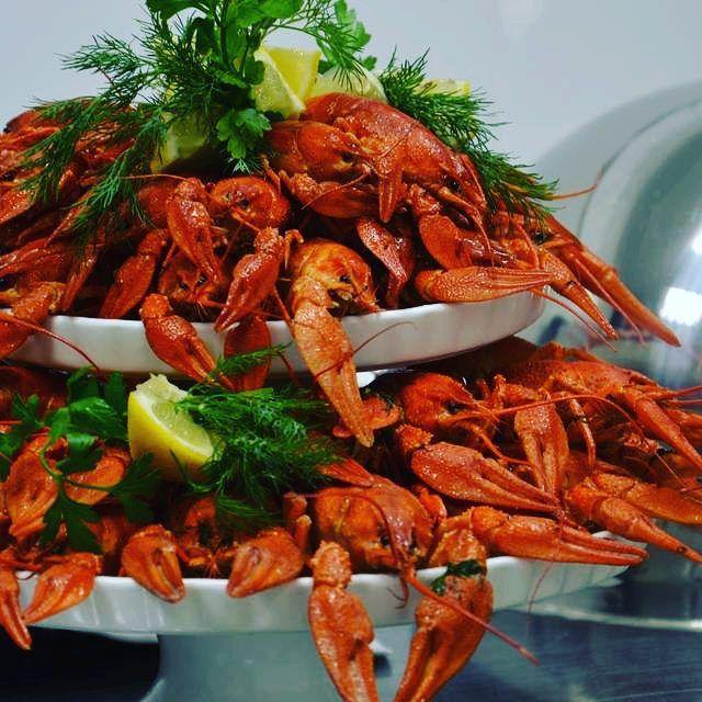 Сезон раков подходит к концу.. А ведь это может стать отличным поводом собраться с друзьями!! Пивное пати и потрясающе вкусная закуска - ваш запас гормона радости до следующего сезона! #сезонраков #раки #вкусно #сентябрь2015 #накомпаниюдрузей #отличноспивом #crayfishes #delish #paringwithbeer #foodpic #forfriends #restaurant #Voyager #whatfood #foodphoto_kh