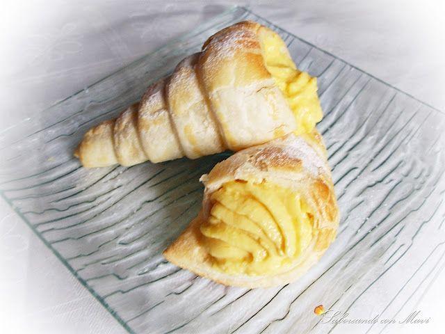 Cucuruchos de hojaldre con crema de naranja