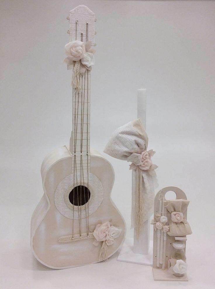 βαπτιστικό κουτί κιθάρα με λουλούδια από την Έλενα Μανάκου
