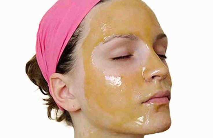 Эта маска из яичного желтка с дополнительными компонентами подтягивает контуры лица, увлажняет кожу и придаёт ей здоровый вид. Это отличная альтернатива покупке дорогостоящей косметики в магазинах.  Эту маску легко приготовить, легко применять и, кроме того, она обойдется вам очень дешево, а эффек
