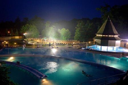 Термальный курорт Мишкольц-Тапольца. Купание в пещерах. Лечебная вода. Открытые и закрытые бассейны. лечебные процедуры. Массаж.