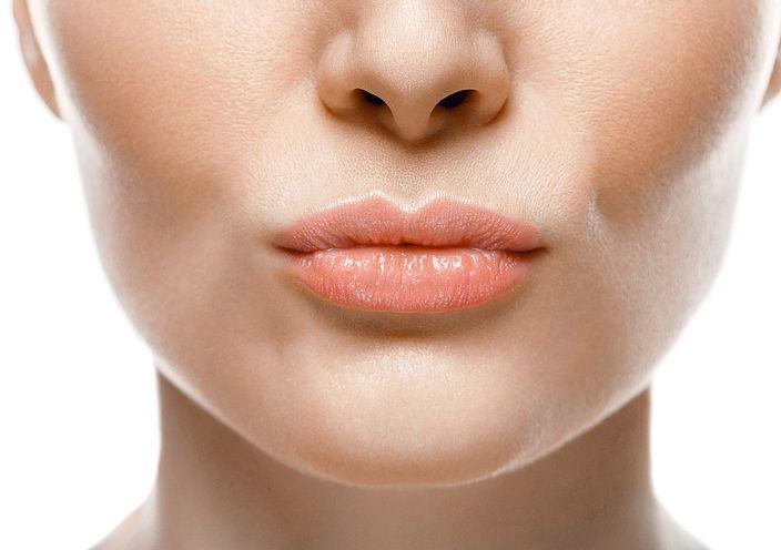 La grasa en la nariz es un problema estético que la mayoría de las mujeres con piel grasosa. Esto es molesto y complica la aplicación del maquillaje.