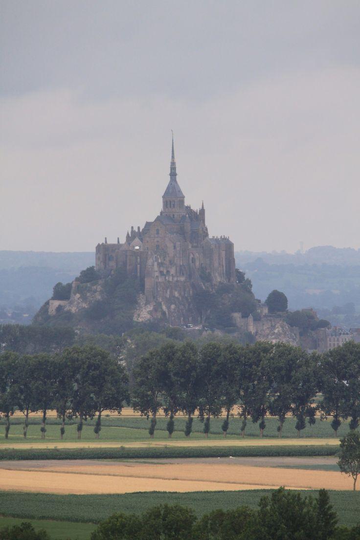 https://flic.kr/p/vUQwSe | Le Mont Saint Michel | pris de Roz-sur-Couesnon, à 7,77 km de distance, à vol d'oiseau.  Inscrit au patrimoine mondial de l'Unesco depuis 1979. UNESCO World Heritage since 1979.